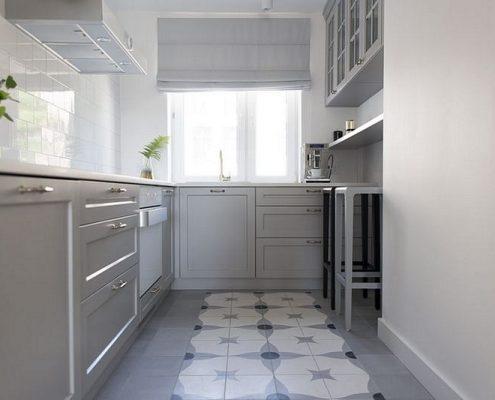 Biało-szara kuchnia w klasycznym stylu
