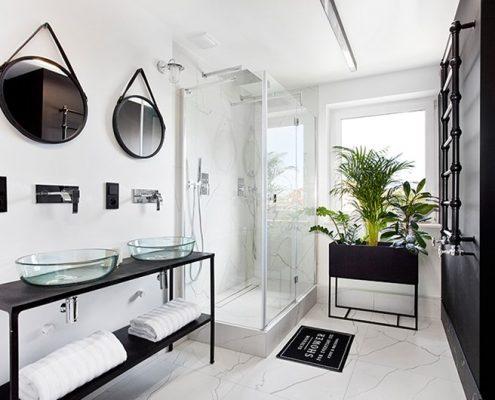 Nowoczesna łazienka dla dwojga z prysznicem