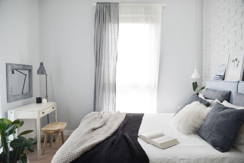 Nowoczesna sypialnia z rystykalna garderobą