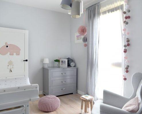 Popielaty pokój dla niemowlaka