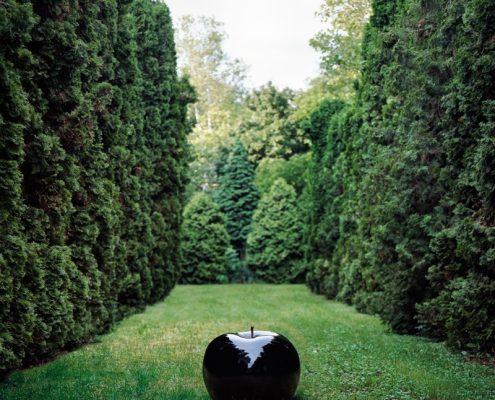 Czarna rzeźba do ogrodu