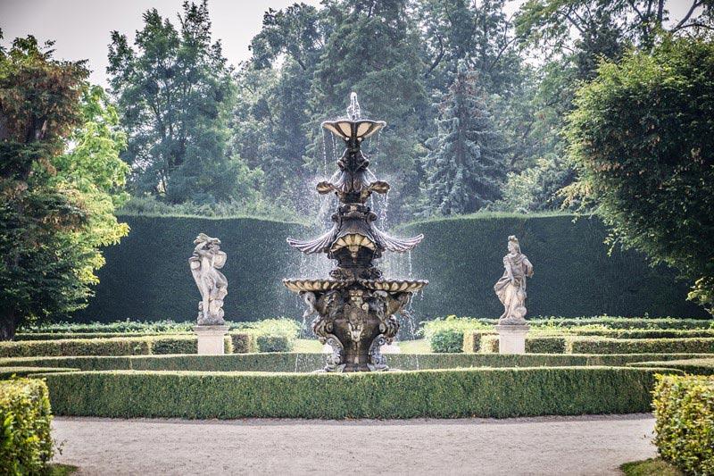 Duże fontanna z kamienia