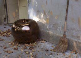 Ekskluzywna rzeźba ogrodowa brązowe jabłko