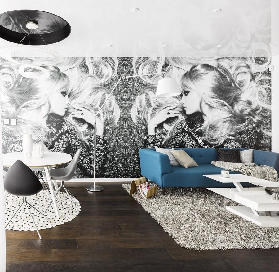 Czarno-biała fototapeta w salonie