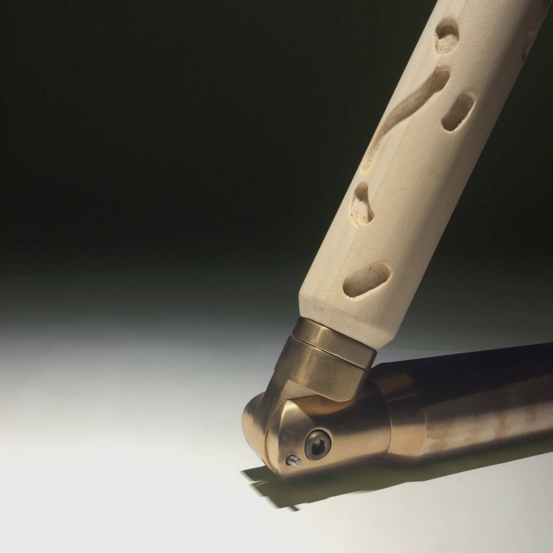 Lampa podłogowa Noga OKHA ATANG TSHIKARE 1