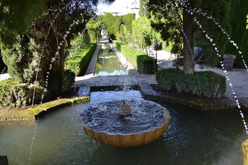 Niskie fontanna z kamienia