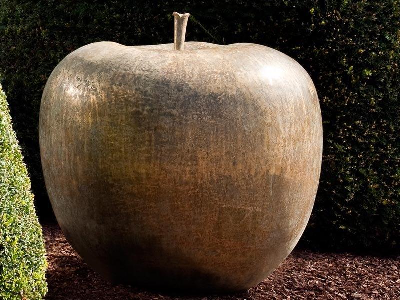 Oryginalna rzeźba z brązu jabłko