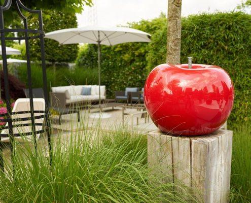 Owocowe rzeźby w ogrodzie
