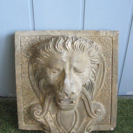 Stone033 Ścienna fontanna lew z kamienia