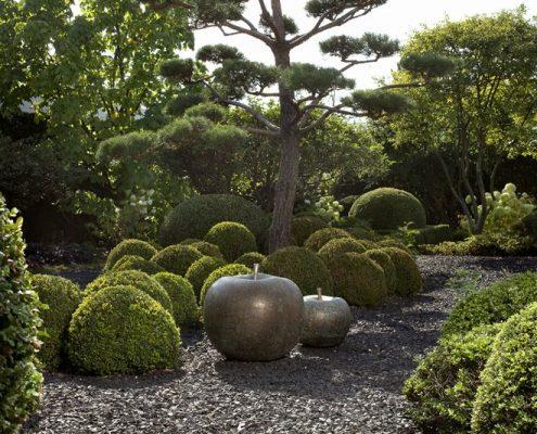 Stylowe rzeźby ogrodowe z metalu