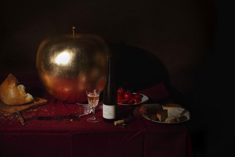 Ekskluzywne dekoracje i meble do biura złota rzeźba