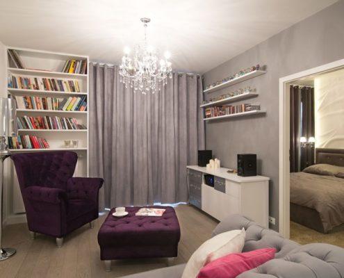 Niewielki salon w wydaniu glamour