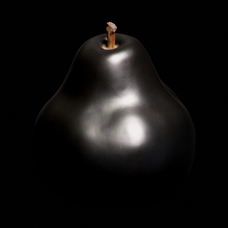 Czarna rzeźba Gruszka Red Bull and Stein