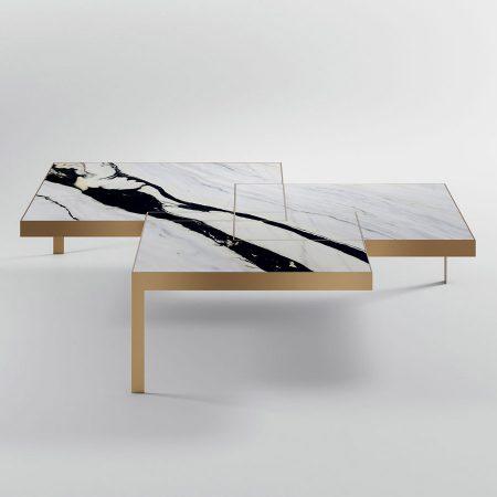 Asymetryczny stolik kawowy z marmurowym blatem John Kreoo