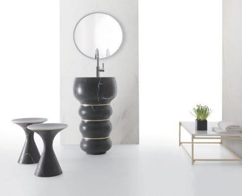 Czarna, wolnostojąca umywalka w kształcie kolumny