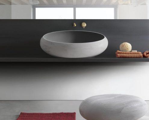 Marmurowa umywalka w nowoczesnej łazience