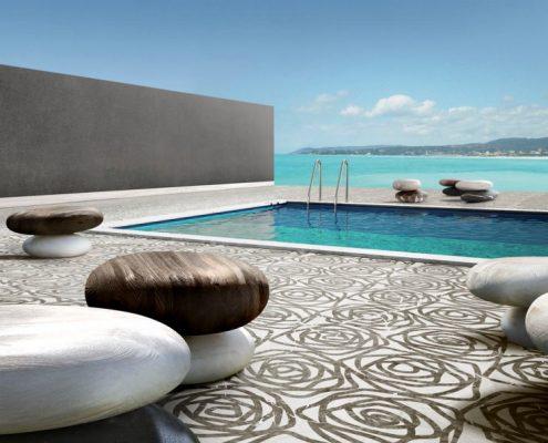 Oryginalna podłoga przy basenie