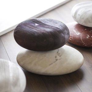 Siedziska z drewna i marmuru Pave Stone Kreoo