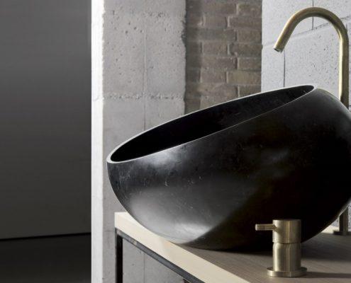 Umywalka z czarnego marmuru w kształcie misy