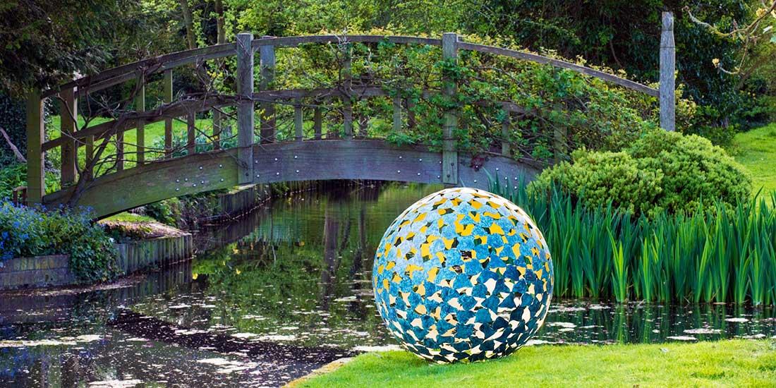Ekskluzywna rzeźba kula pokryta patyną Mantle David Harber