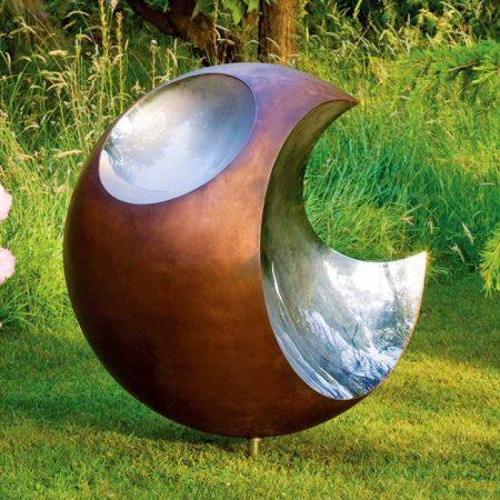 Futurystyczna rzeźba ogrodowa Bite David Harber