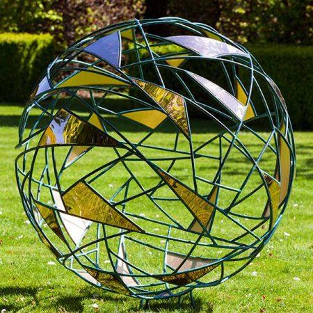Geometryczna rzeźba ogodowa Matrix David Harber