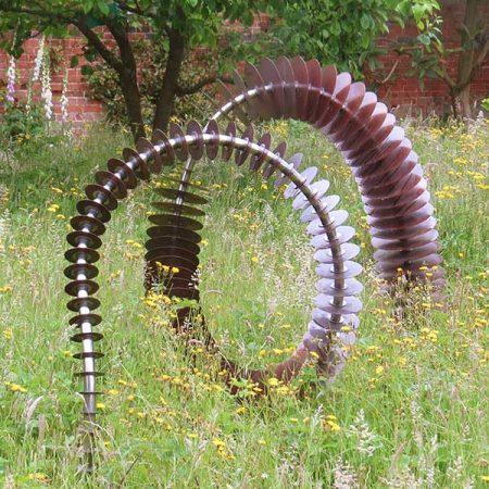 Industrialna rzeźba ogrodowa Coluna David Harber