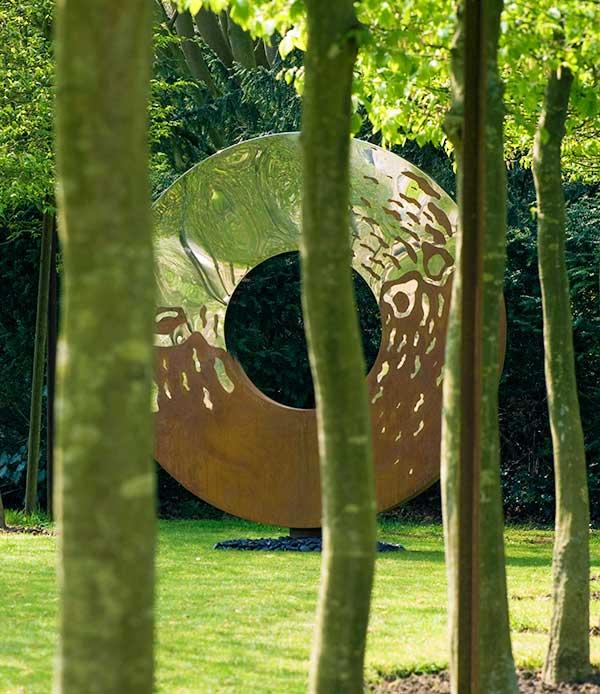 Motyw koła w ogrodzie