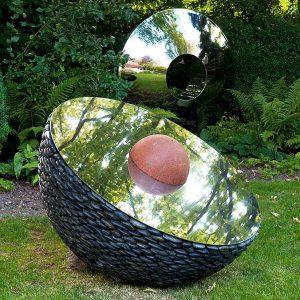 Nowoczesna rzeźba kamienna Sky Planet David Harber
