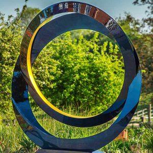 Nowoczesna rzeźba ogrodowa na wysoki połysk Eclipse David Harber