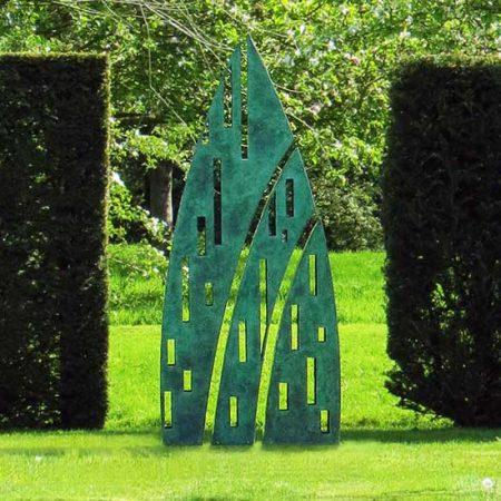 Nowoczesna rzeźba ogrodowa pokryta patyną Eveque David Harber