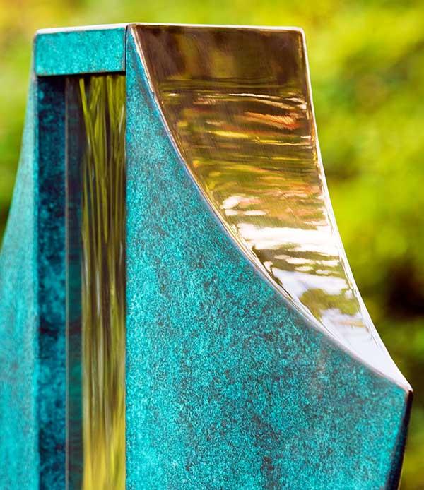 Rzeźba, fontanna pokryta patyną VOLANTE David Harber