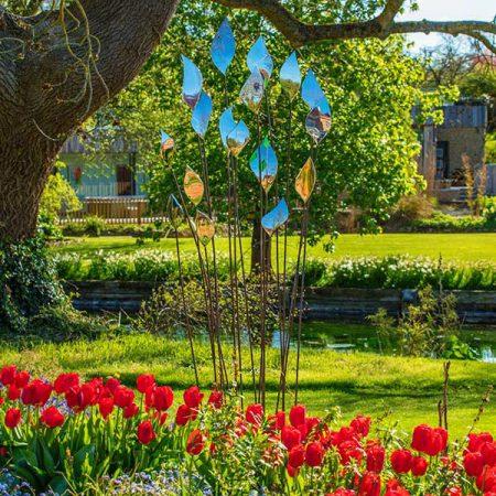 Rzeźba metalowe kwiaty ogrodowa Quiver David Harber