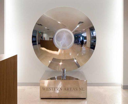 Rzeźba w nowoczesnej przestrzeni biurowej