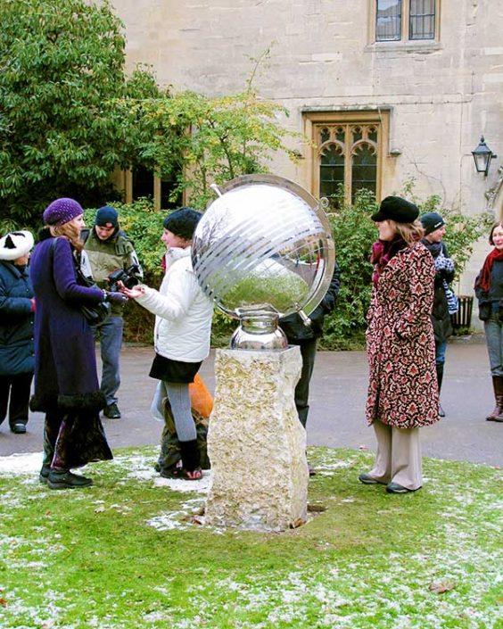 Rzeźba zegar słoneczny upamiętniający rocznicę David Harber