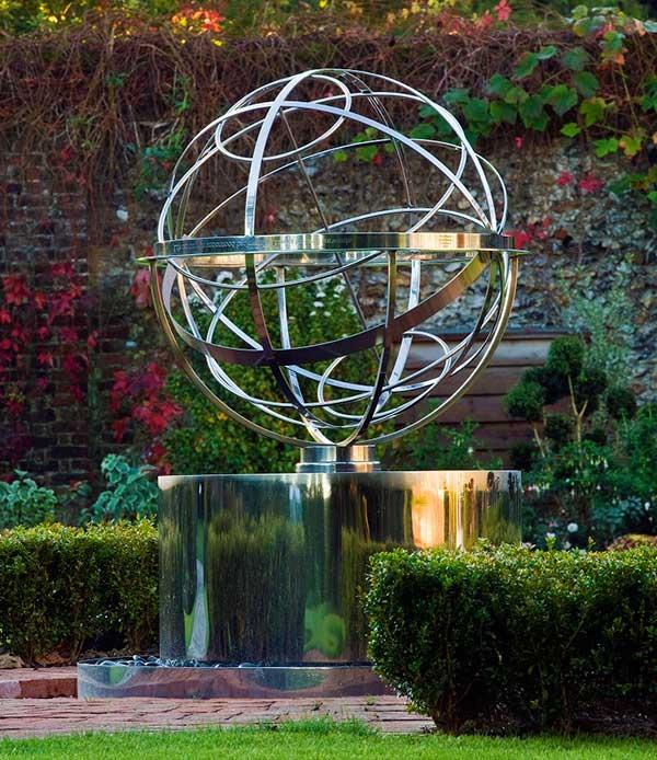 Rzeźba zegar słoneczny ze stali nierdzewnej David Harber