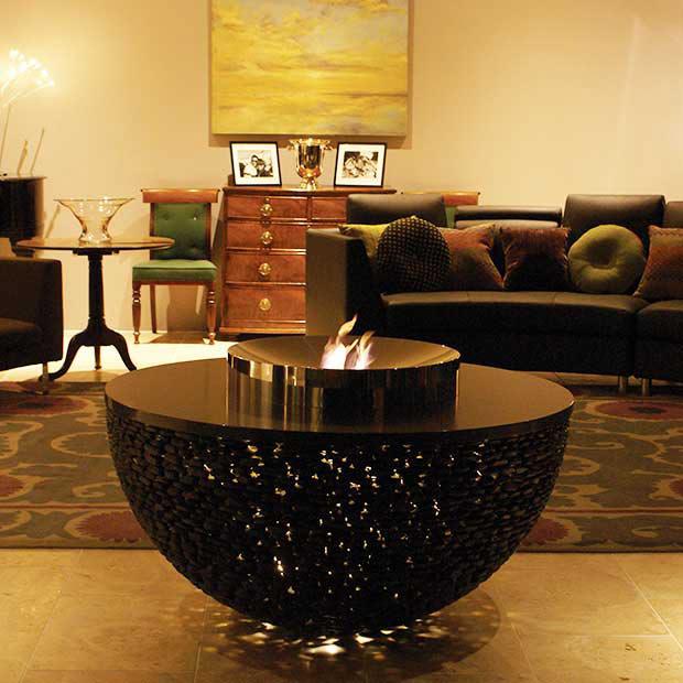 Stolik kawowy połączony z paleniskiem FIRE TABLE David Harber