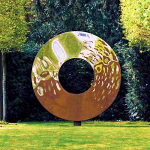 Stylowa rzeźba ogrodowa srebro i rdza Portal David Harber