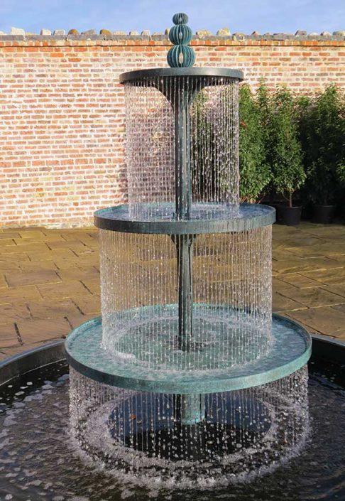 Trzypoziomowa fontanna CRUCELLO David Harber