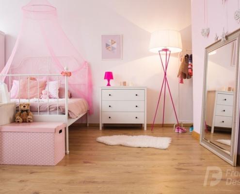 Różowe dodatki do pokoju dziewczynki