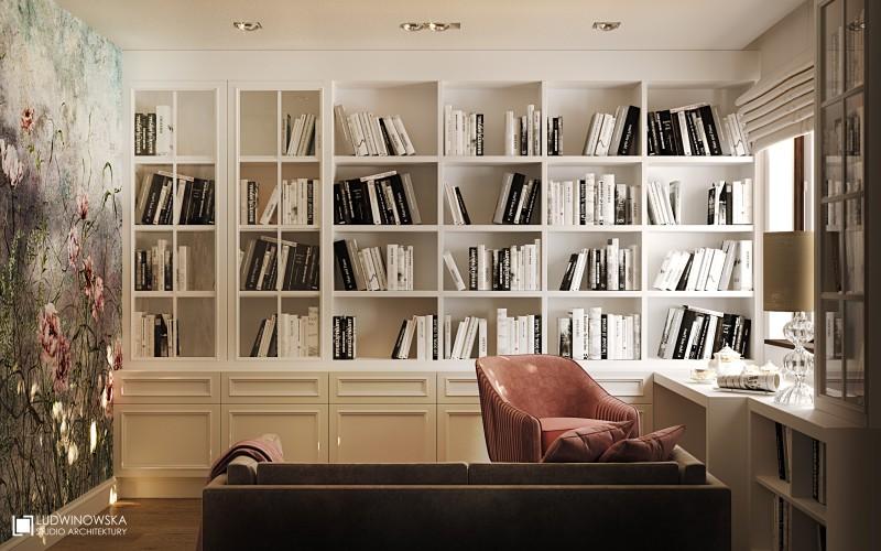 Aranżacja gabinetu z klasyczną biblioteką