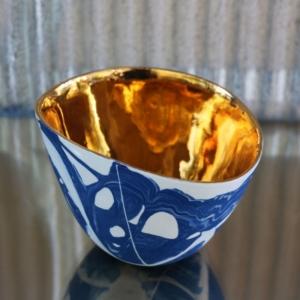 Czarka Jewel niebiesko-biała ze złotym wnętrzem