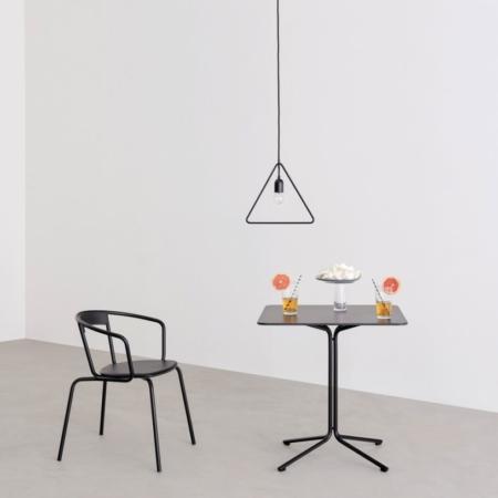 Minimalistyczne krzesła Ike