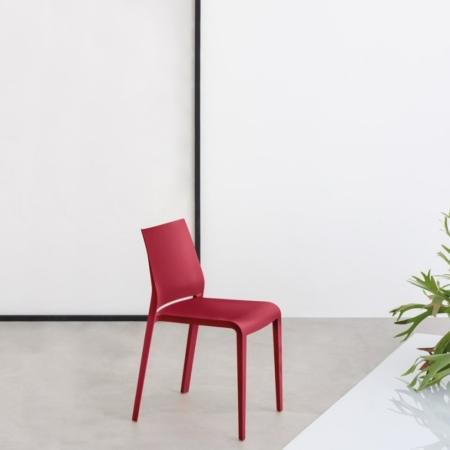 Minimalistyczne krzesła Riga Lisbona