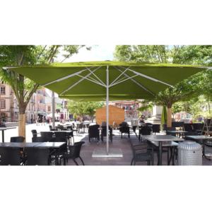 Nowoczesny, szeroki parasol restauracyjny Gemello