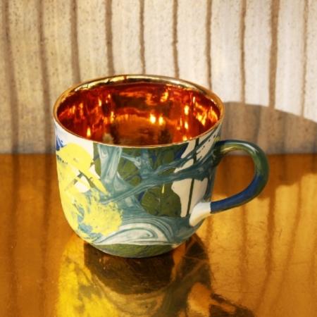 Porcelanowy kubek Grafik ze złotym wnętrzem, wielobarwny