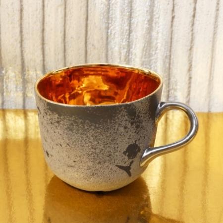 Porcelanowy kubek Mork ze złotym wnętrzem i platynowanym uchem
