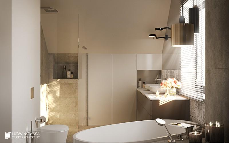 Szara łazienka z wolnostojącą wanną na poddaszu