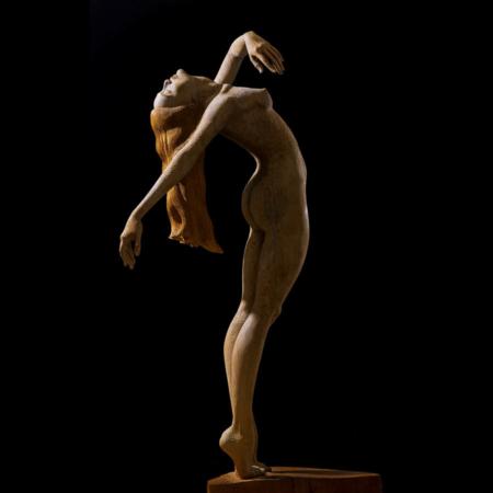 Drewniana rzeźba kobiety Menade Małgorzata Chodakowska