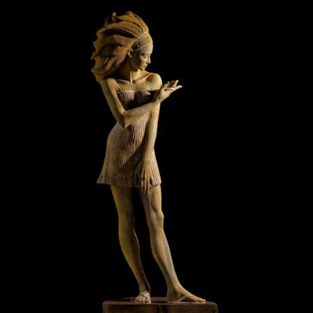 Drewniana rzeźba kobiety Nora Małgorzata Chodakowska